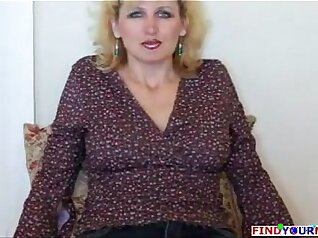 Chubby Mature Wife is Blowjob As She Sucks Dick