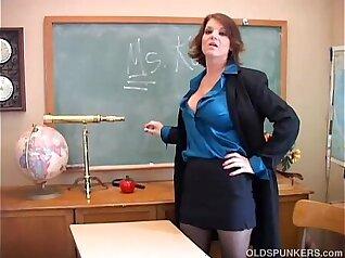 Arab teacher fucked in her wet pussy