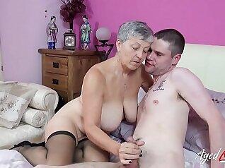 Brazilian mature babe gets banged by tranboy