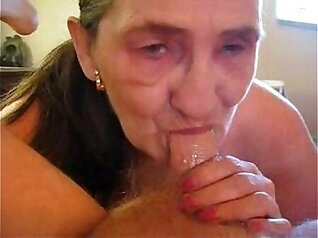 Amateur girl wanks cum shot during prolapse