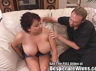Beautiful big tit Latina wife gets eaten out at the bigamo