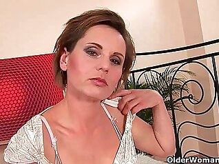 Mommy loves sucking cocks on her bed