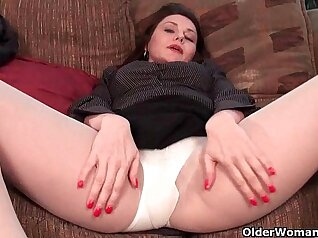 Salty pantyhose curvy milf pussy and butt Lolly Stone